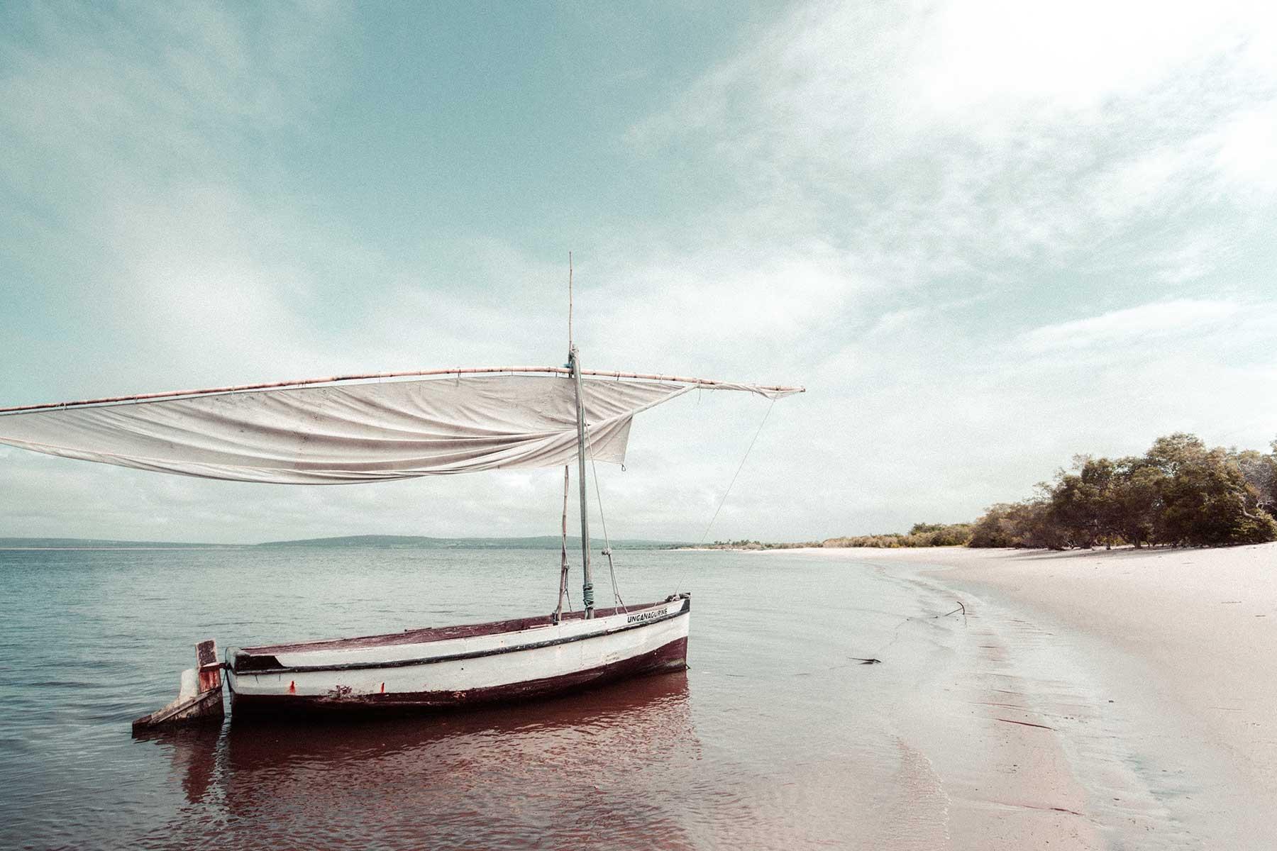 Resor-till-Benguerra-Island-med-Nygren-&-Lind-Resebyrå---båt