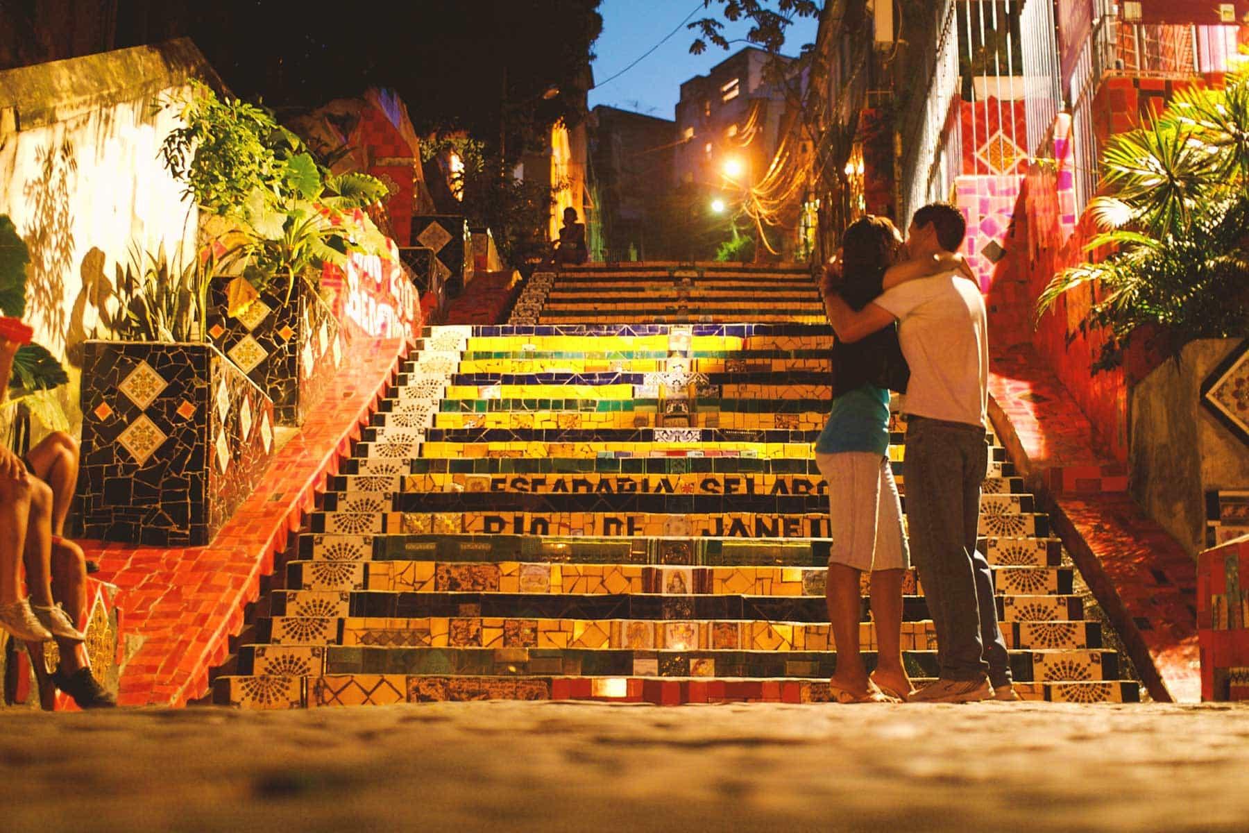 Resor-till-Brasilien-med-Nygren-&-Lind-Resebyrå---rio-de-janeiro-couple-kissing