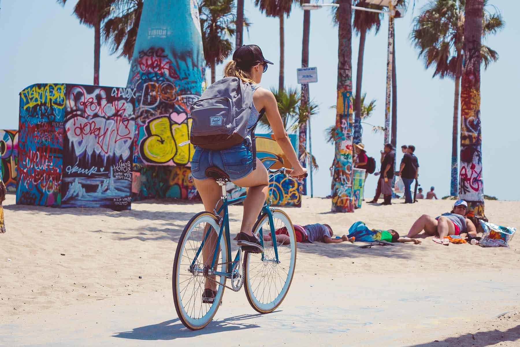 Resor-till-Kalifornien-med-Nygren-&-Lind-Resebyrå--venice-beach-cyklist