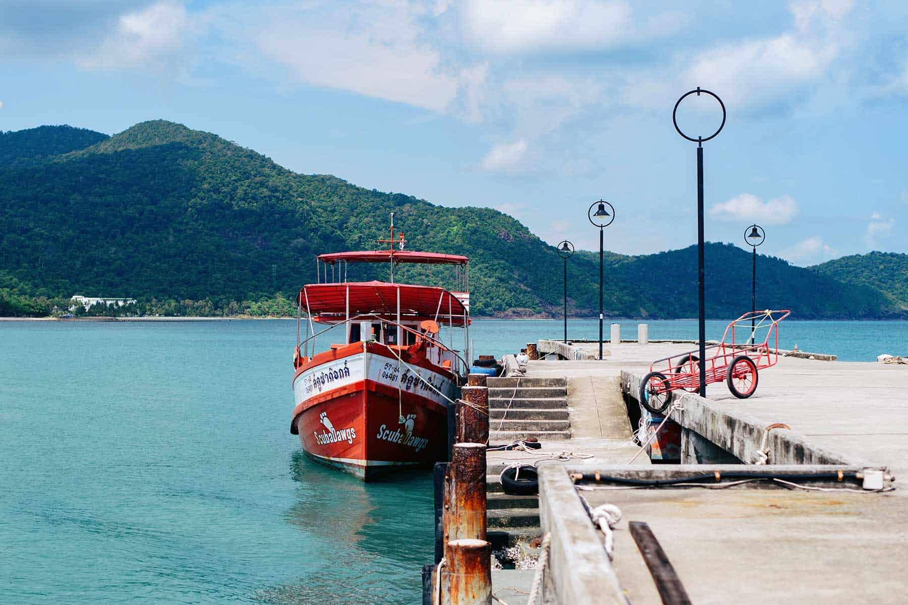 Resor-till-Koh-Samed-i-Thailand-Båt-med-Nygren-och-Lind-resebyrå