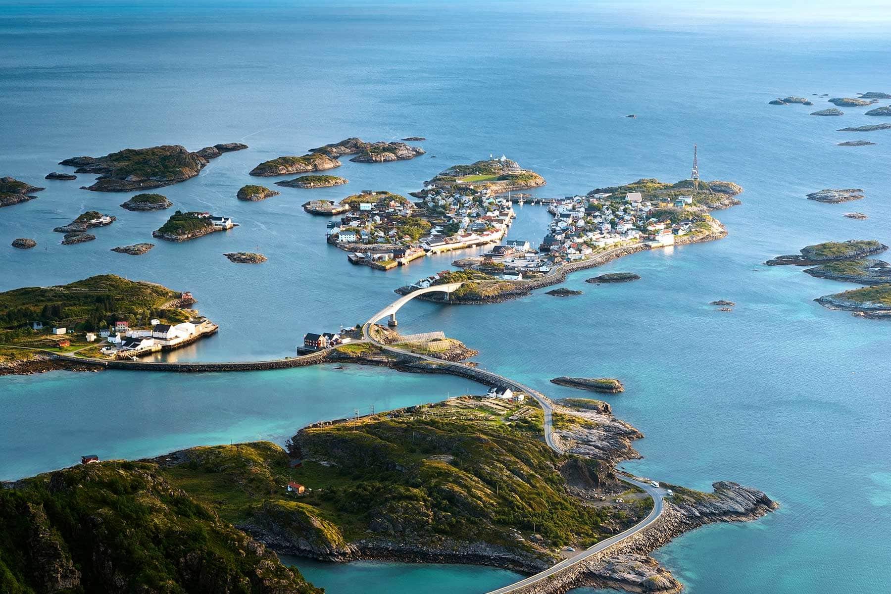 Resor-till-Lofoten-i-Norge---landskap-kusten-Nygren-Lind-Resebyrå