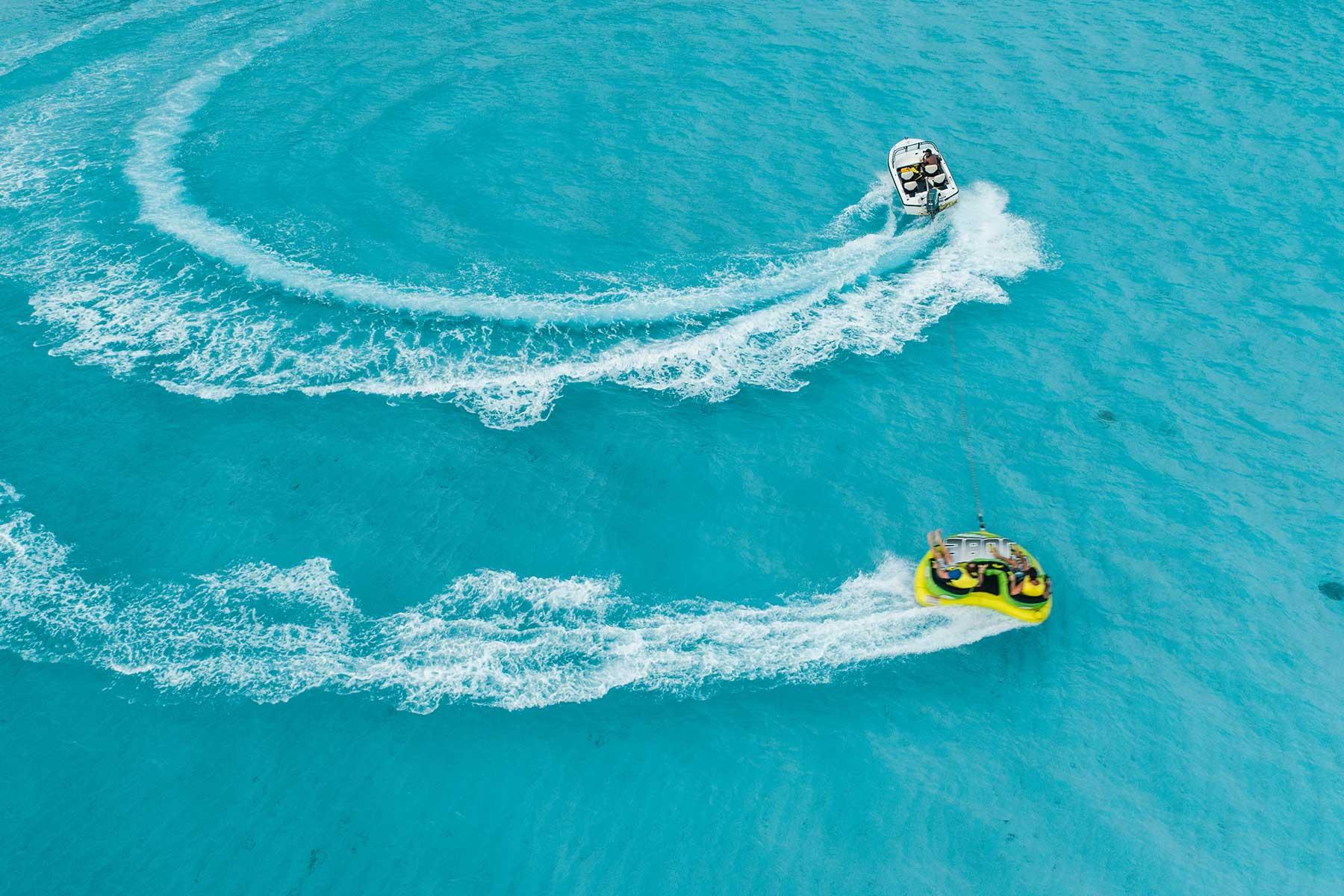 Resor-till-Maldiverna-med-Nygren-&-Lind-resebyrå---barn-på-ringar-efter-båt