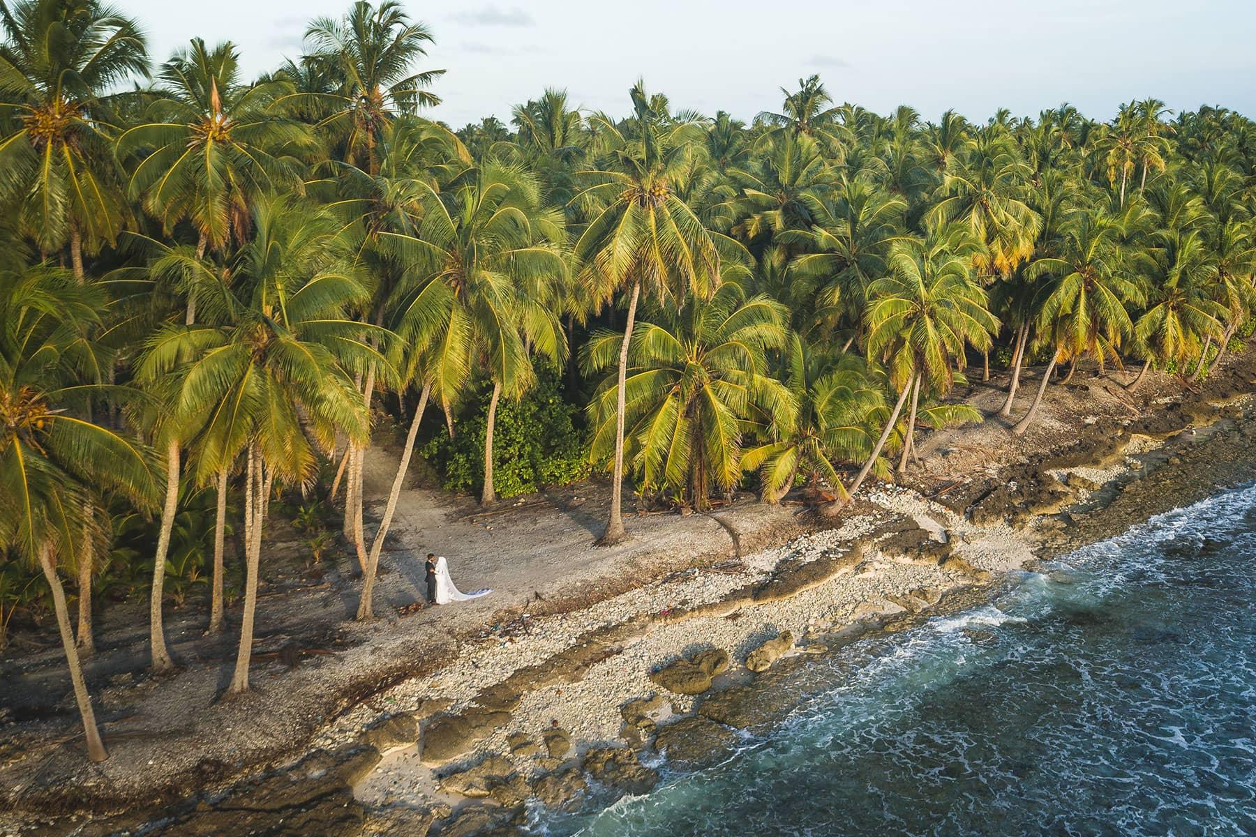 Resor-till-Maldiverna-med-Nygren-&-Lind-resebyrå---bröllopspar