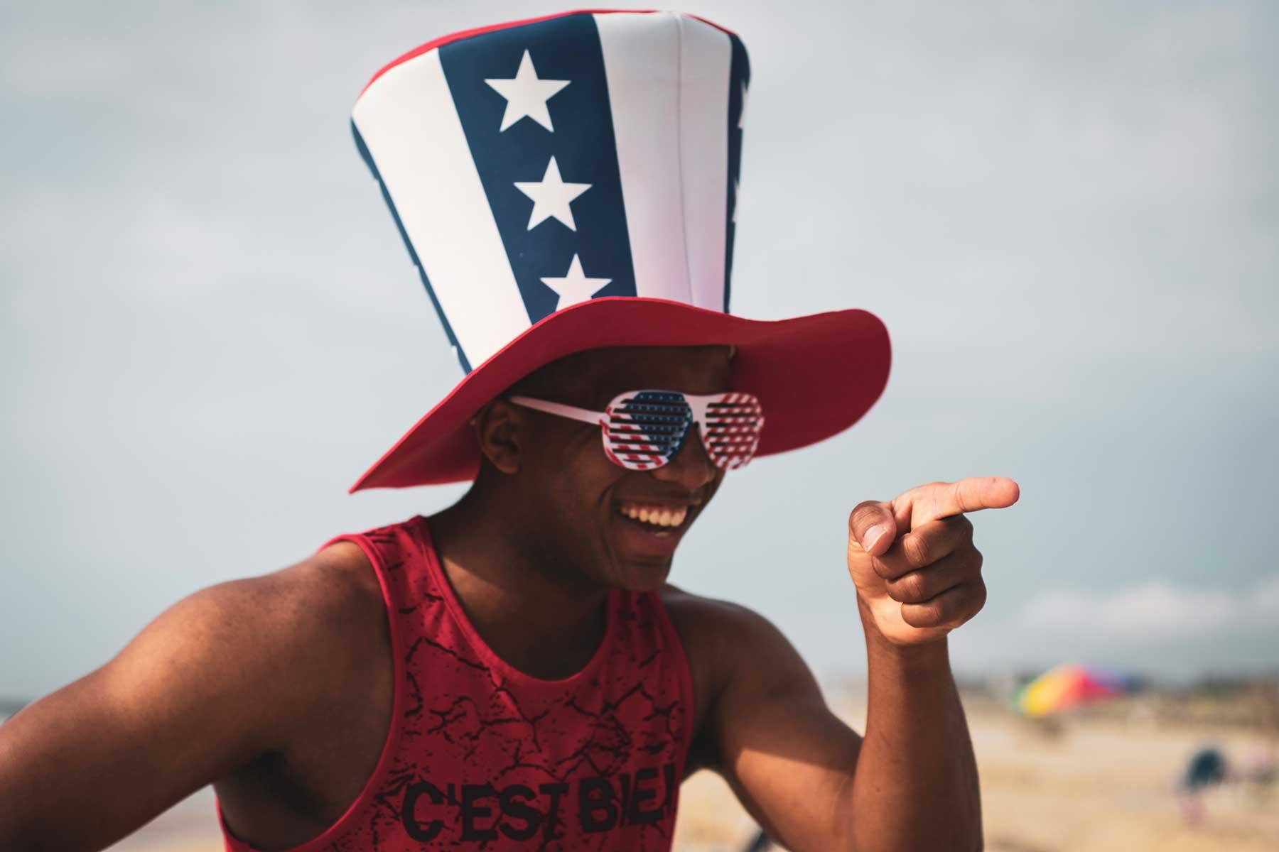Resor-till-New-York-med-Nygren-Lind-Resebyrå---kille-med-amerikansk-hatt