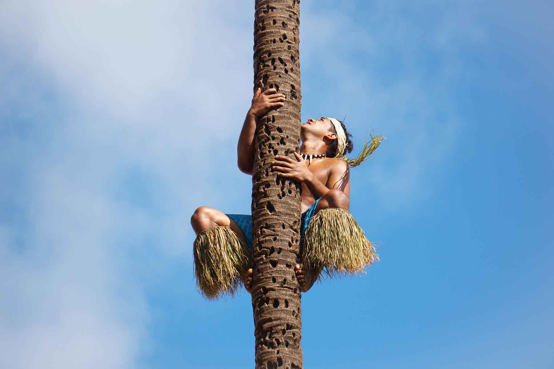 Resor-till-Oceanien-med-Nygren-&-Lind-Resebyrå---polynes-i-palm