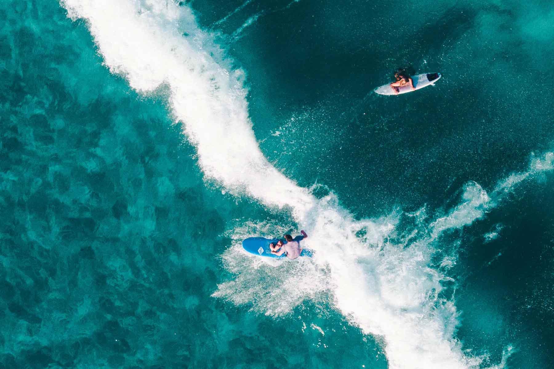 Resor-till-Oceanien-med-Nygren-&-Lind-Resebyrå--surfers