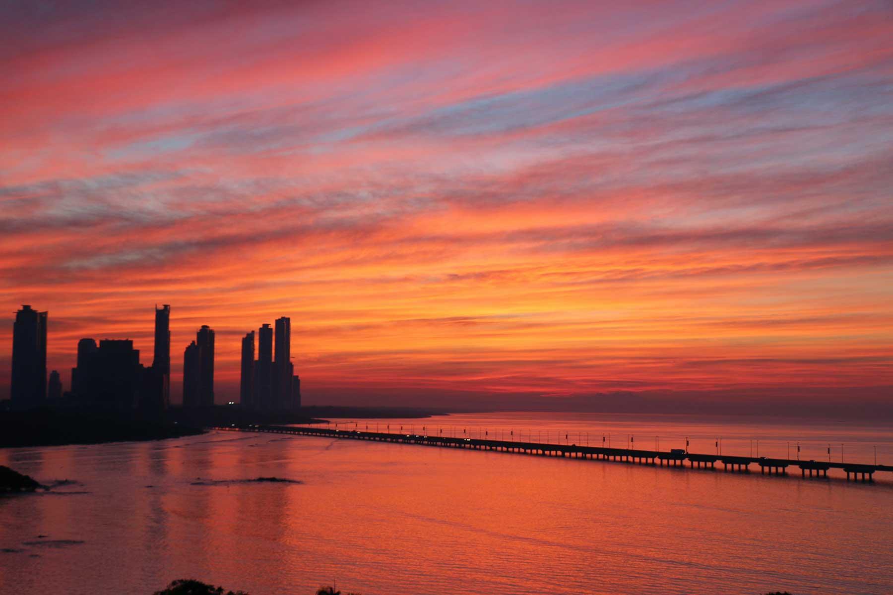 Resor-till-Panama-med-Nygren-&-LInd-Resebyrå---sunset-Panama-City