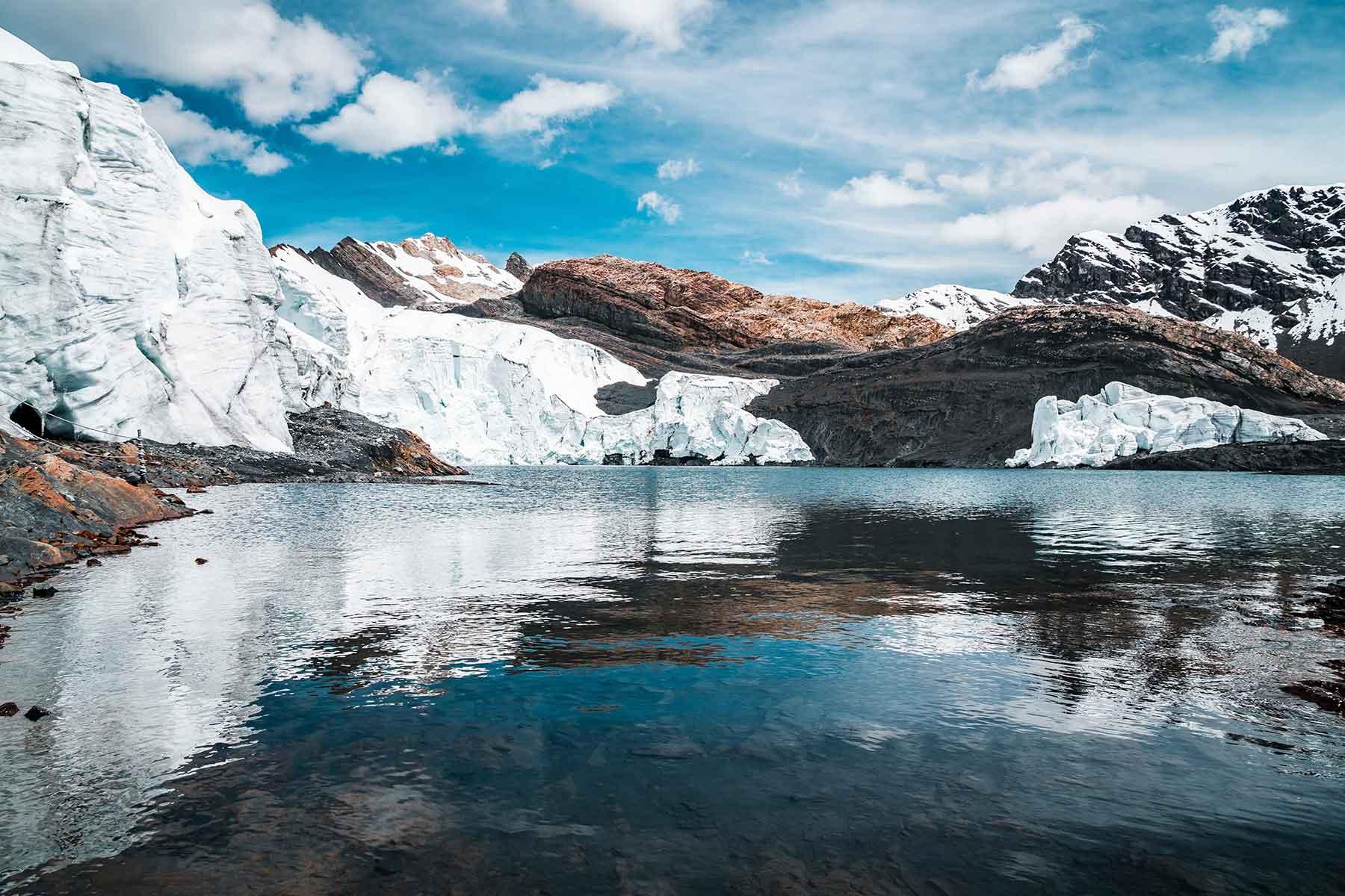 Resor-till-Peru-med-Nygren-&-Lind-Resebyrå---sjö-med-snö-runt