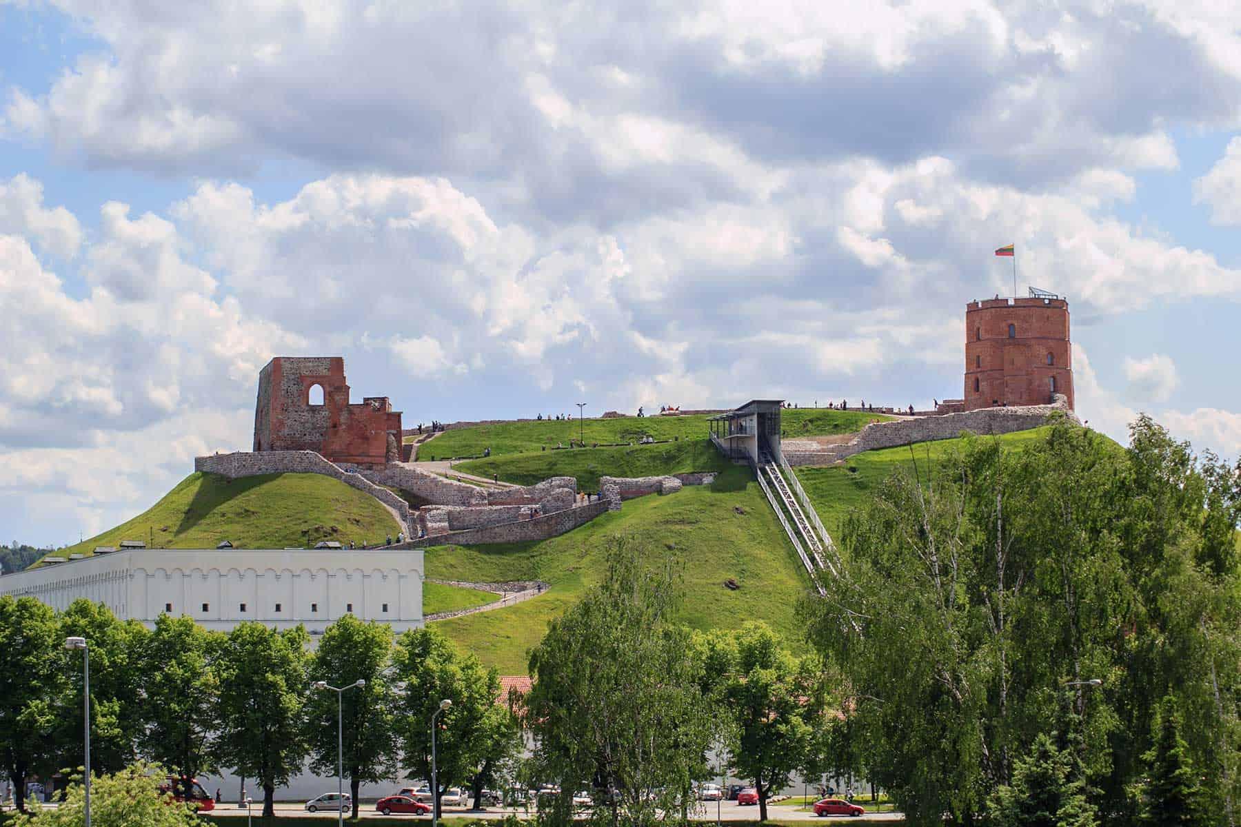 Resor_Litauen_Gediminas-Castle-Vilnius_Nygrenn_LInd