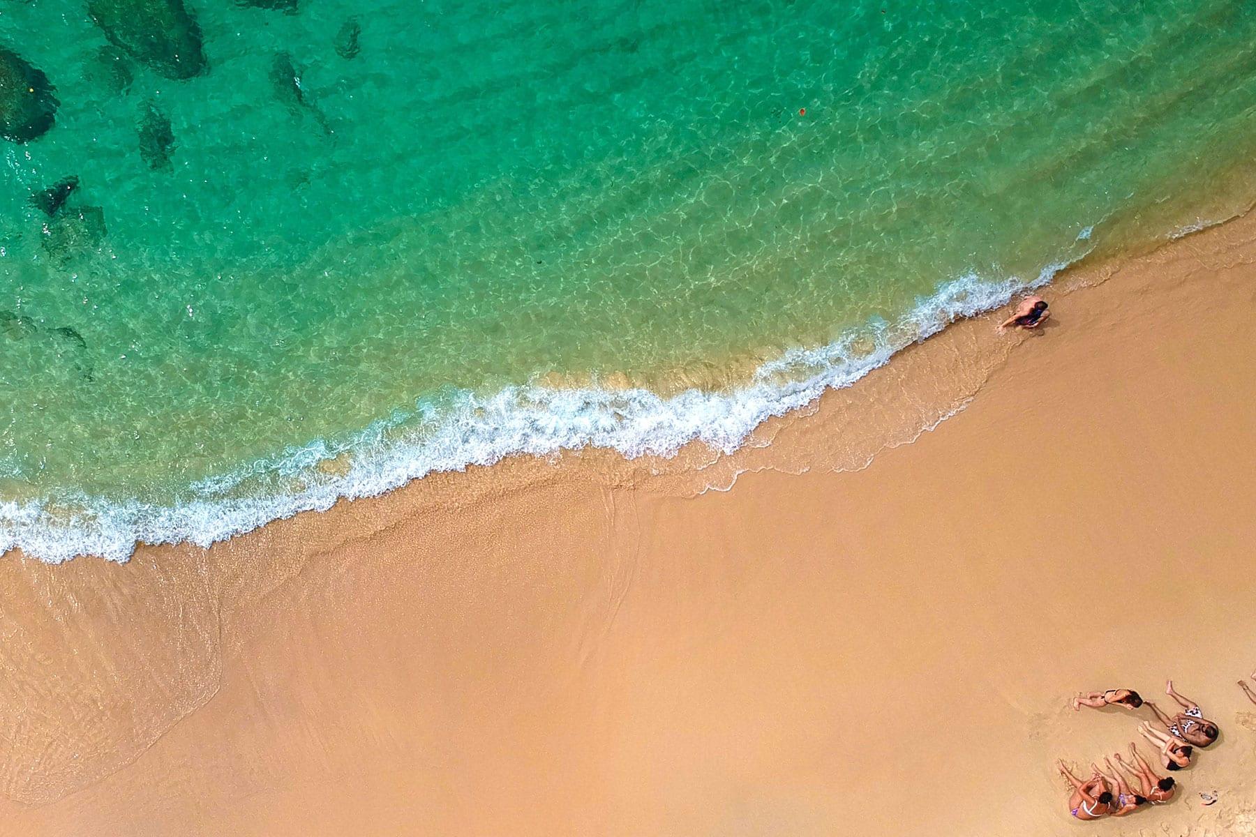 Skräddarsydda-resor-Seychellerna-strand-Nygren-Lind-Resebyrå