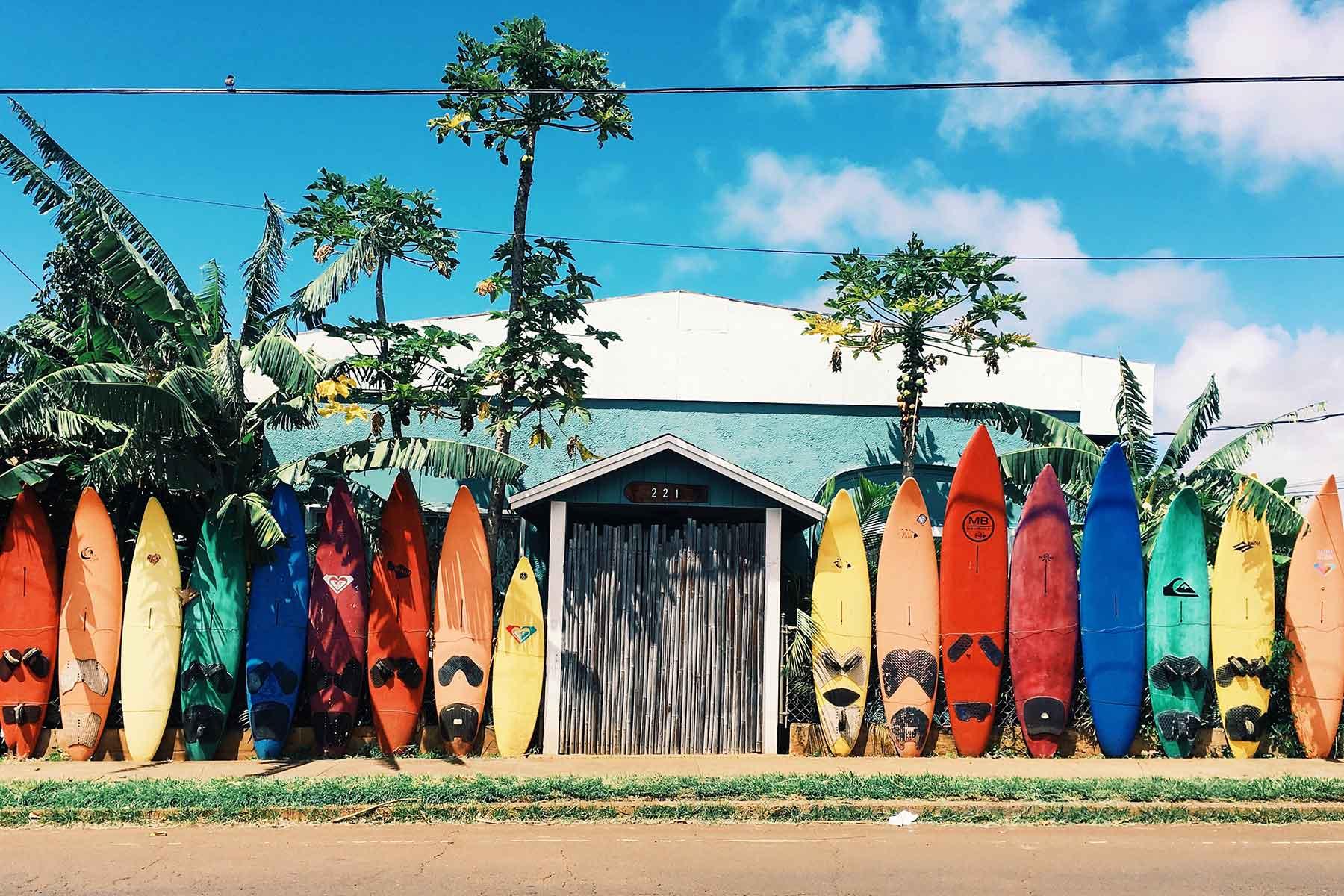 Skräddarsydda-resor-till-Hawaii-hos-Nygren-&-Lind-resebyrå---surfbrädor