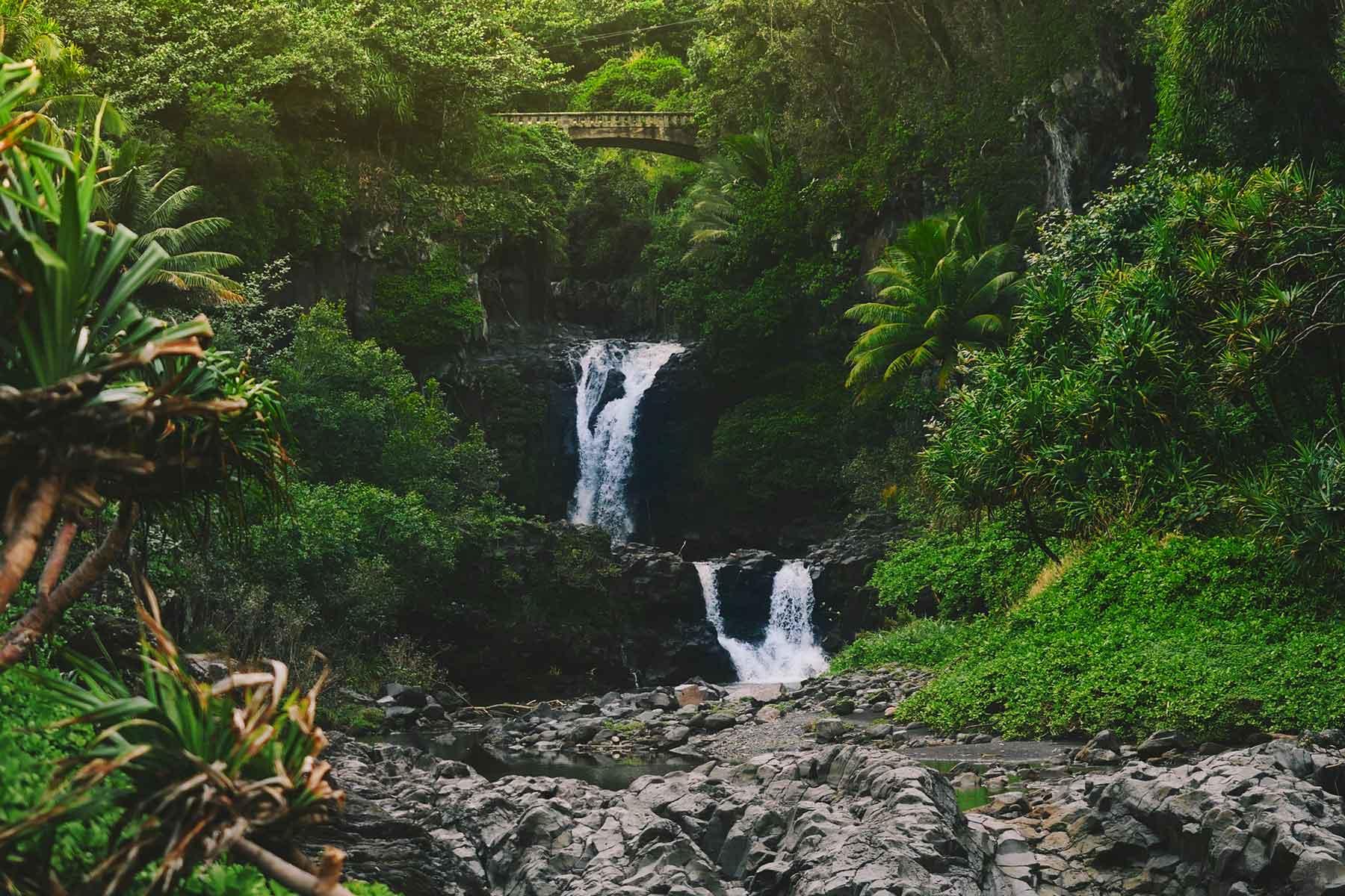 Skräddarsydda-resor-till-Hawaii-hos-Nygren-&-Lind-resebyrå---vattenfall
