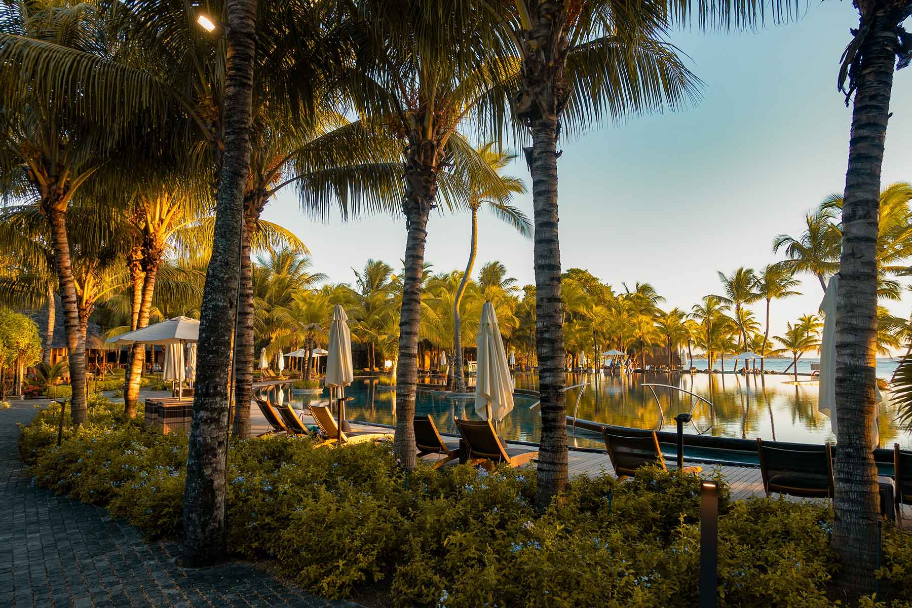 Trips-to-Mauritius-Nygren-&-Lind-Travel-agency---luxury-resort-with-pool