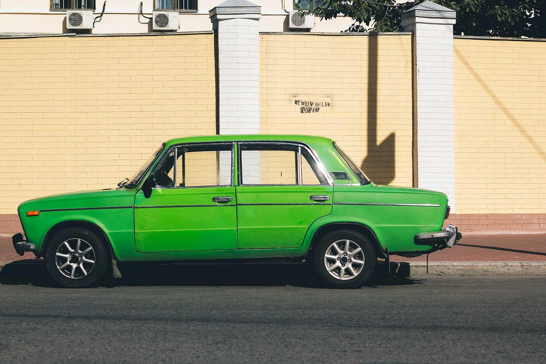 en-grön-bil-i-Ukraine-resor-med-Nygren-Lind-Resebyrå